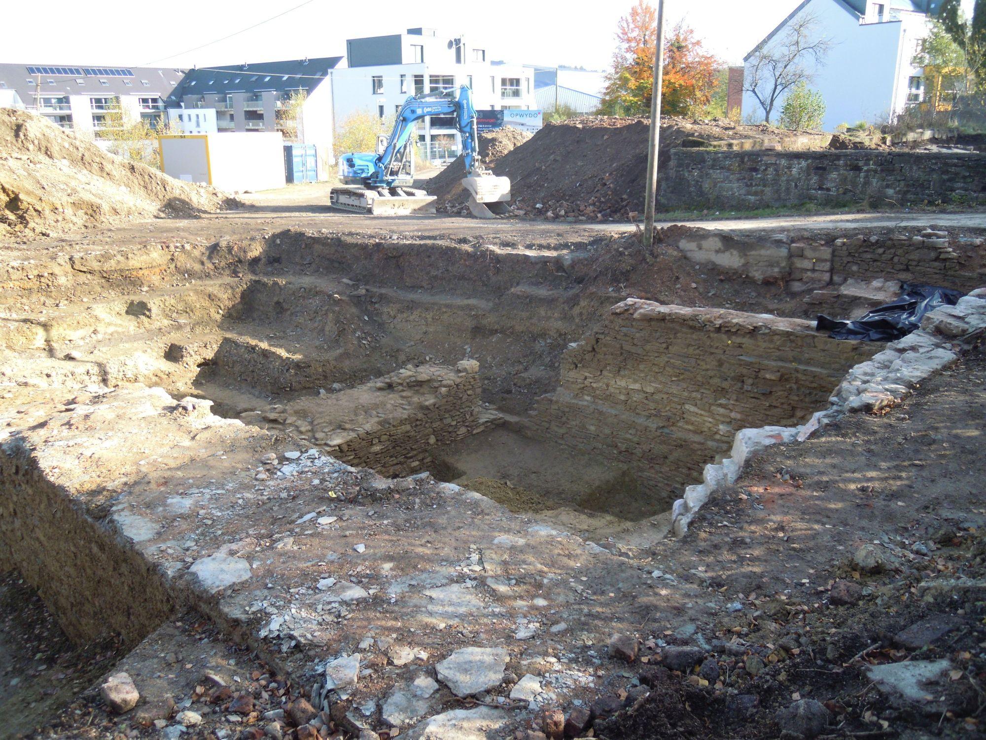 6.11.2020: Die nördliche Grabungsstelle erweist sich als sehr umfangreich und ergiebig.