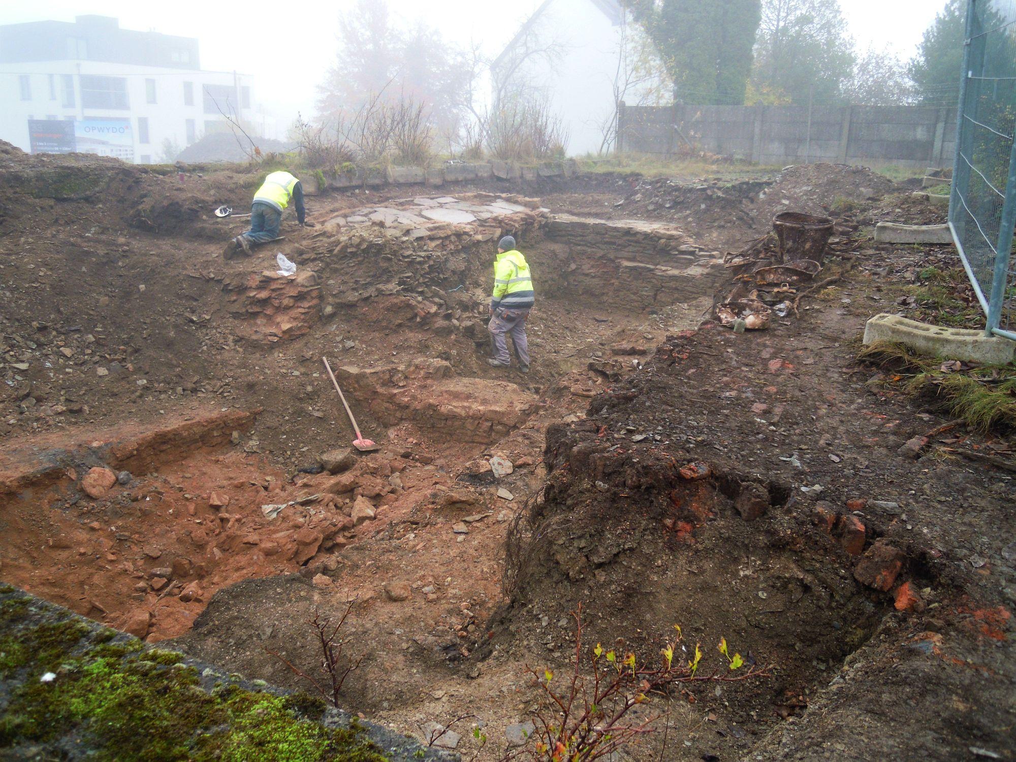 10.11.2020: Die Grabungen im südlichen Areal (Standort Haus von Monschaw) werden erfolgreich fortgesetzt.